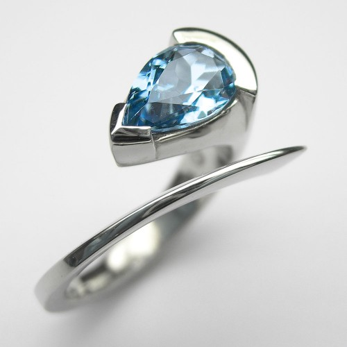 Palladium Ring mit Aquamarin