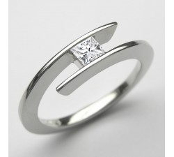 Platin Ring mit Princess-Diamant