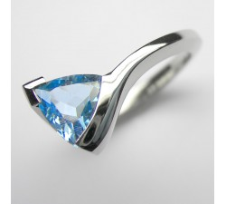 Platin Ring mit Aquamarin-Trillion