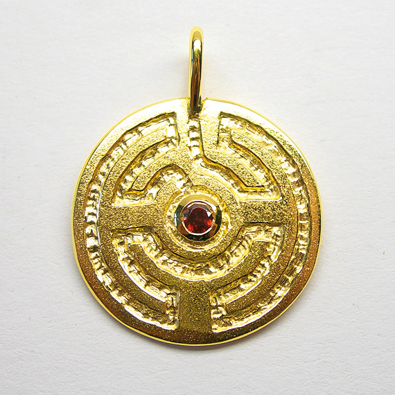 Rosengarten-Amulett Silber gelb-vergoldet mit Granat (facettiert)