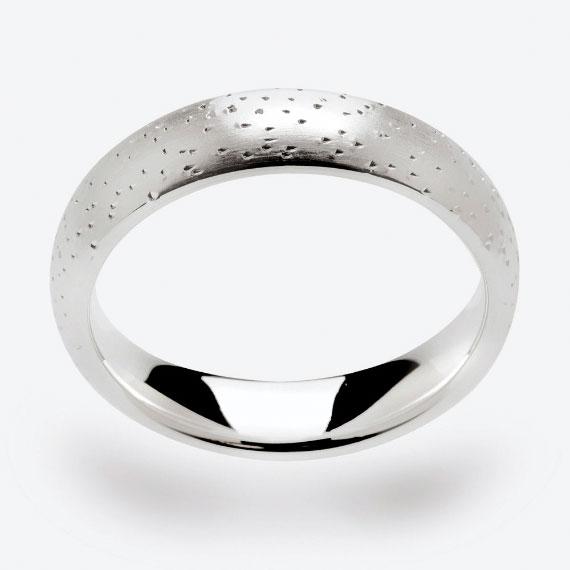 Schmuckring aus Silber diamantiert