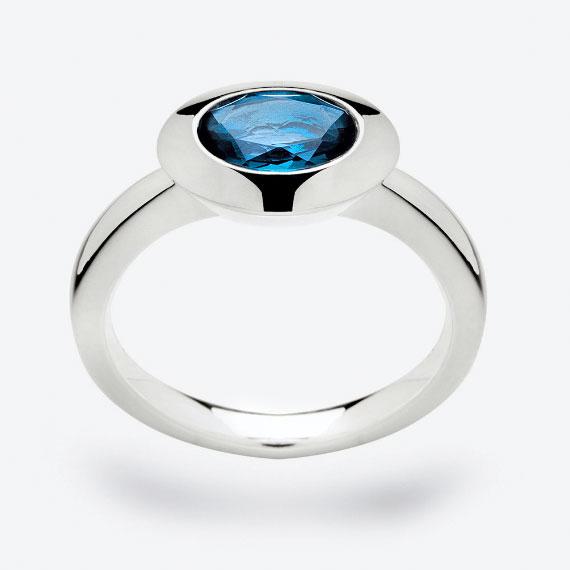 Schmuckring aus Silber mit London Blue Topas