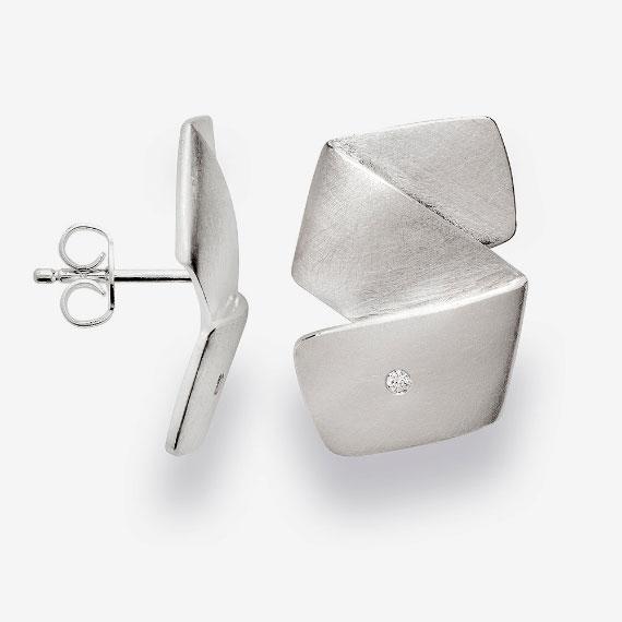 Ohrstecker aus Silber seidenmatt mit Brillant
