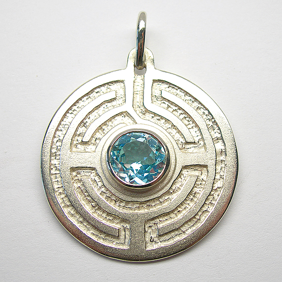 Rosengarten-Amulett Silber mit Blautopas (behandelt) facettiert