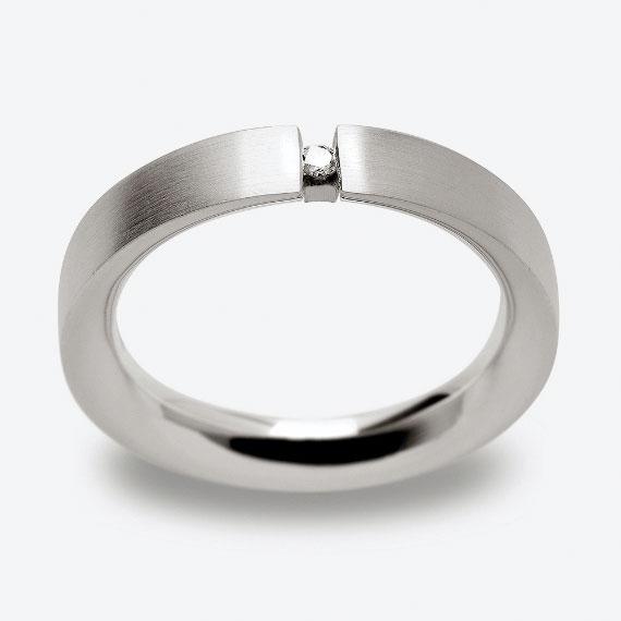 Schmuckring aus Silber seidenmatt mit Brillant