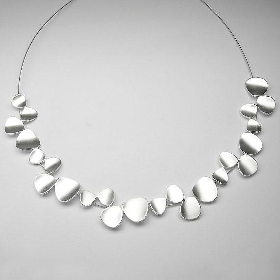 Collier aus Silber im Blätterdesign