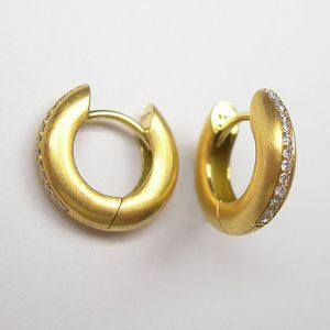 Ohrcreolen aus Gelbgold mit Diamanten