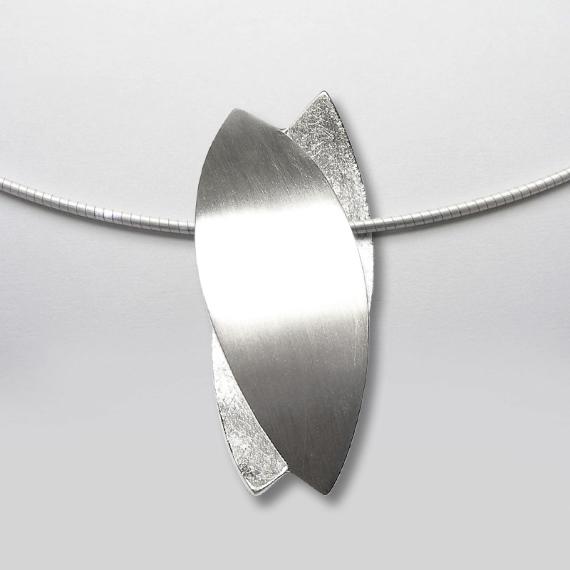 Anhänger aus Silber im Blätterdesign