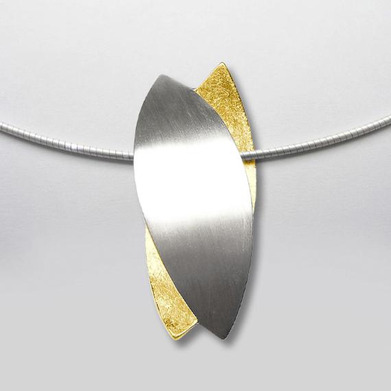 Anhänger aus Silber gelb-teilvergoldet im Blätterdesign