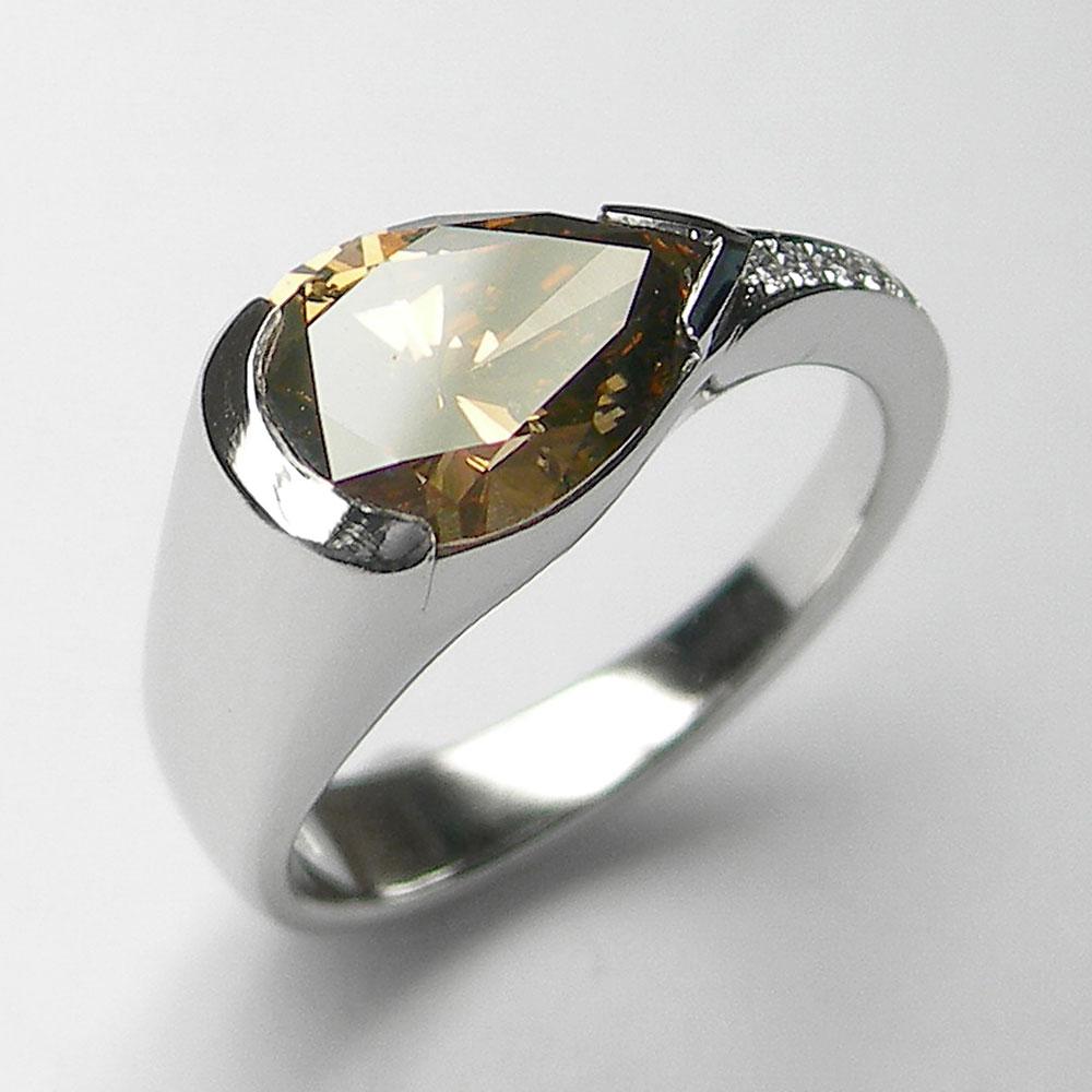 Platin-Designring mit champagnerfarbigem Diamanten und Brillanten