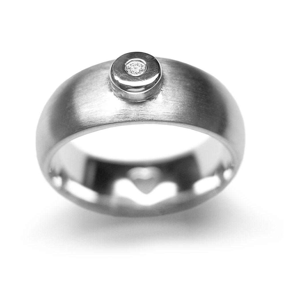 Schmuckring aus Silber seidenmatt/poliert mit Diamant