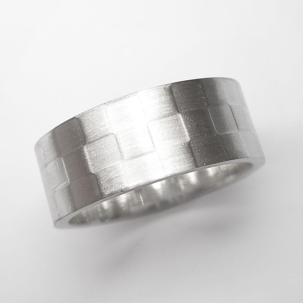 Silberring im Schachbrett-Design
