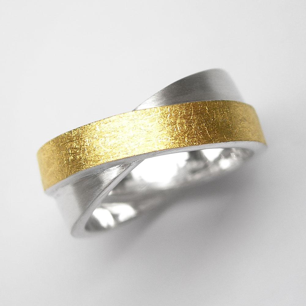 Silberring teilvergoldet mit seidenmatter Oberfläche