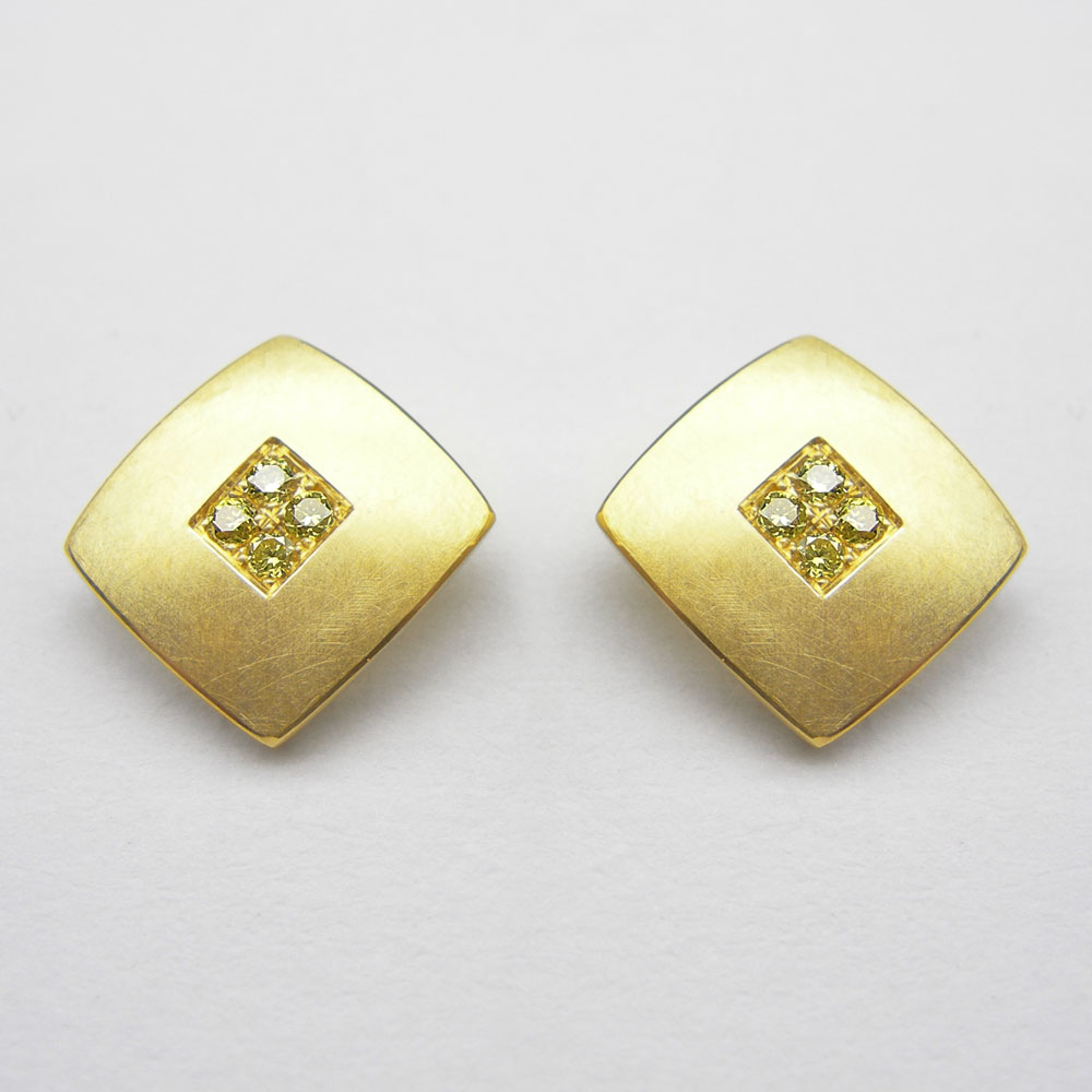Gelbgold-Ohrstecker mit gelben Diamanten