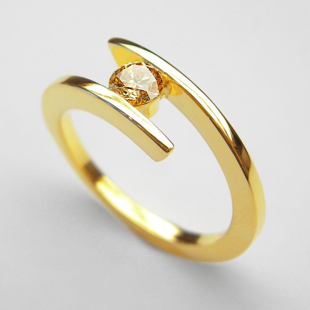 Gelbgold-Ring mit gelbem Diamant