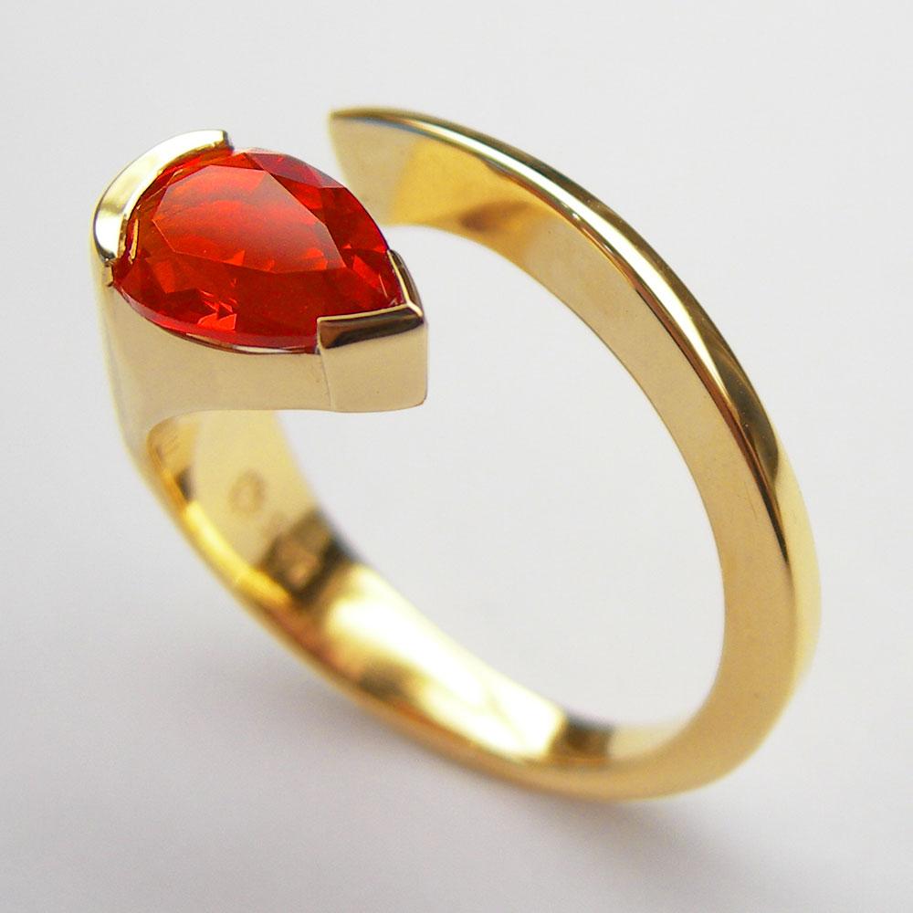 Gelbgold Ring mit Feueropal