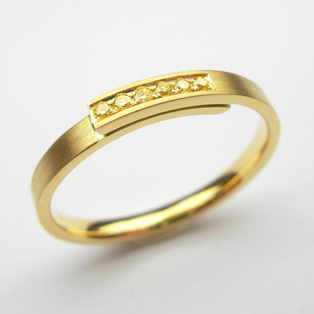 Gelbgold-Ring mit gelben Diamanten
